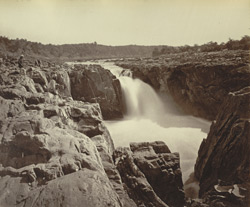 [Waterfall at the] Marble Rocks [Bheraghat], Jabalpur